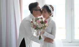 Con gái đại gia Minh Nhựa e lệ hôn chồng trong ngày cưới