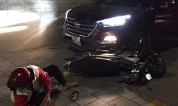 Bị đâm thương tích, nam thanh niên dùng ô tô húc bố mẹ đối thủ nguy kịch