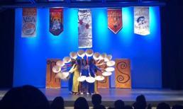 Sinh viên Mỹ gốc Việt mặc áo dài, nhảy hiện đại với quạt và nón lá khiến cả trường phấn khích