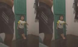 Biết bố có kèo đi nhậu, con gái 3 tuổi lao ra chặn cửa, hù doạ quyết không cho đi