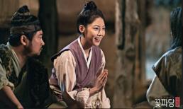 'Biệt đội hoa hòe': Chuyện thật như đùa, vua sai đi tìm vợ lại yêu luôn vợ tương lai của vua