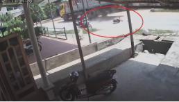 Phóng xe lấn làn ở tốc độ cao, nam thanh niên đâm trực diện xe tải rồi nằm bất động
