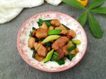 Thịt luộc ăn thừa đừng vội bỏ, hãy chuyển rang với tỏi tây ăn vừa thơm vừa không béo ngậy