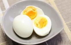Cho trứng vào cùng nước để luộc chín, 99% chúng ta đang làm sai mà không hề biết