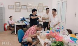 Các nghệ sĩ cùng nhau ăn khuya, tập Táo Quân 2020 thâu đêm