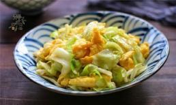 Công thức trứng xào bắp cải giòn mềm, ngon hơn so với chiên cùng cà chua