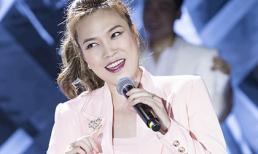 Mỹ Tâm hát 'Nụ cười còn mãi' của cố ca sĩ Wanbi Tuấn Anh trong sự cổ vũ nồng nhiệt của loạt sao Việt