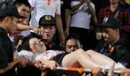 Khởi tố, tạm giam kẻ bắn pháo sáng trên sân Hàng Đẫy khiến nữ CĐV bị thương