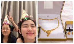 Hòa Minzy tặng quà sinh nhật khủng cho mẹ ruột