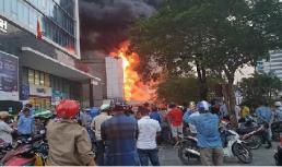 Cháy lớn cửa hàng điện máy tại Hải Phòng, tòa nhà cao tầng lân cận bị uy hiếp