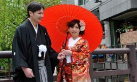 Những tục lệ cưới xin kỳ quặc ở nước ngoài