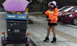 Chị lao công mặc váy ngắn, đi giày cao gây sốt