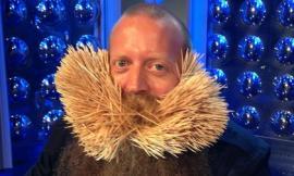 Lập kỷ lục thế giới vì cắm hơn 3000 chiếc tăm vào râu