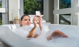 Những thói quen hủy hoại điện thoại nhanh không ngờ