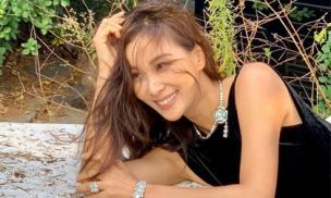 Ở ẩn đã lâu, bà xã U50 của Jang Dong Gun bất ngờ xuất hiện vẫn với nhan sắc trẻ trung xinh đẹp và cư dân mạng đã tìm ra nguyên nhân