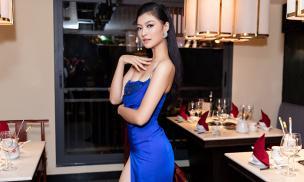 Á hậu Kiều Loan diện váy xẻ cao khoe chân thẳng tắp trong lần xuất hiện đầu sau đăng quang