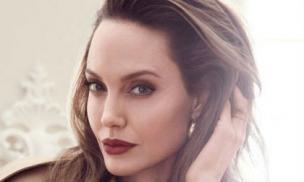 Hết lấn sân làm 'nhà báo', Angelina Jolie lại tập tành trở thành Youtuber