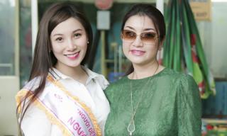 Hoa hậu Lý Thu Thảo giản dị đi từ thiện cùng đàn em