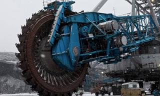 Khám phá chiếc cưa máy lớn nhất thế giới cắt được cả núi