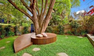 Sân vườn đẹp lung linh với ghế cây sáng tạo