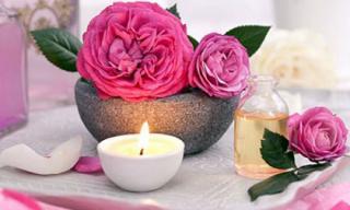 Những tác dụng 'không tưởng' của nước hoa hồng