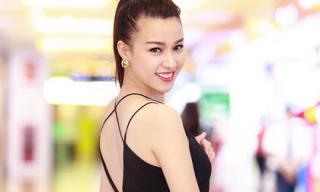 Trương Tùng Lan diện váy xẻ táo bạo đi xem 'Phản sát'