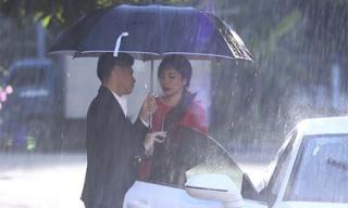 Noo Phước Thịnh đưa 'bạn gái hơn tuổi' về nhà bằng xe tiền tỷ