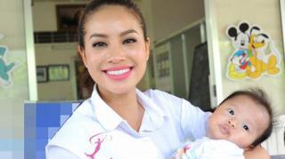 Hoa hậu Hoàn vũ 2015 Phạm Hương giản dị đi từ thiện