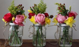 Tự làm bình cắm hoa cho phòng khách thêm xinh