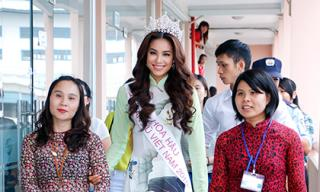 Hoa hậu Phạm Hương giản dị về thăm trường