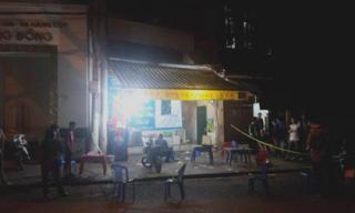 HN: Côn đồ tấn công quán lẩu, 1 người chết, 1 công an bị thương
