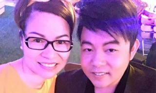 Ca sĩ Quang Lê hát tặng hoa hậu Bùi Thị Hà trong bữa tiệc tân niên