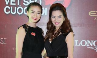 Hoa hậu Bùi Thị Hà và gia đình ủng hộ