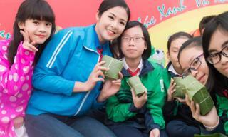 Hoa hậu Ngọc Hân gói bánh chưng tặng trẻ em miền núi