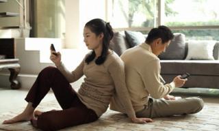 Hết hồn khi đọc được những tin nhắn tục tĩu của vợ với tình nhân