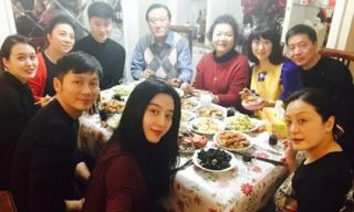 Phạm Băng Băng và Lý Thần ăn tối bên gia đình sau nghi vấn đã đính hôn dịp Tết
