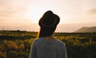 Làm thế nào để vượt qua cái bóng của người mà bạn yêu sâu đậm