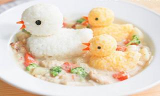 Cách trình bày đồ ăn đẹp mắt khiến các bé thích mê