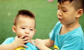 Khoảnh khắc 'gây thương nhớ' của hai con trai Đan Lê