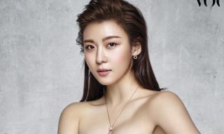 Ha Ji Won khoe vầng ngực đầy quyến rũ ở tuổi 38