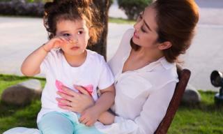 Con gái Jennifer Phạm đáng yêu trong hậu trường chụp ảnh cùng mẹ