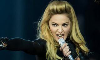 Ai là ca sĩ giàu có nhất làng giải trí năm 2016?
