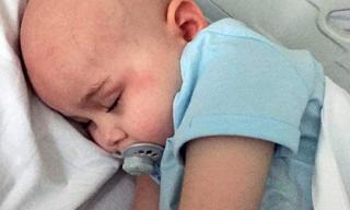 Thần tiên là có thật: Bé gái 4 tuổi chiến thắng 12 khối u ác tính
