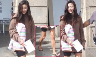 'Mợ chảnh' Jun Ji Hyun lộ đôi chân gân guốc trên phim trường