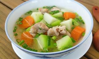 Cách làm món canh gà nấu su su ngọt mát cho bữa cơm chiều