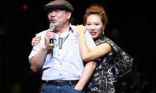 Nhạc sĩ Trần Tiến ngẫu hứng lên sân khấu hát cùng cháu gái