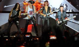 Scorpions huyền thoại 'đốt cháy' hơn vạn khán giả tại Monsoon Music Festival 2016