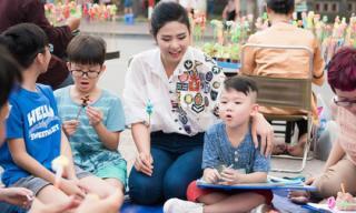 Hoa hậu Ngọc Hân, Á hậu Thanh Tú dạy vẽ cho trẻ em