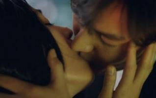 """Rating """"Huyền thoại biển xanh"""" đạt mốc 21% nhờ cảnh hôn say đắm của Jeon Ji Hyun và Lee Min Ho"""