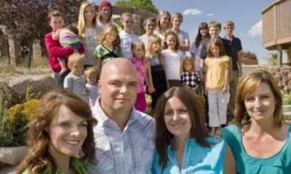 Ba chị em lấy chung một chồng, sinh ra 24 đứa con